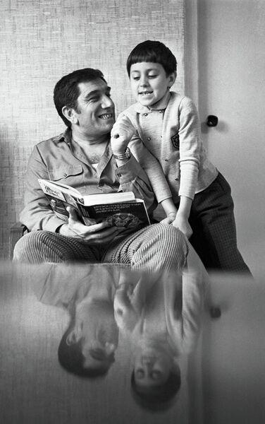Народный артист СССР Армен Джигарханян с сыном