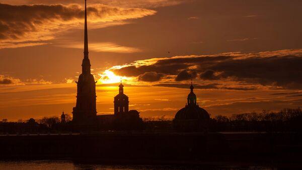 Петропавловская крепость и собор Петра и Павла, где захоронены останки императора Николая II и членов его семьи