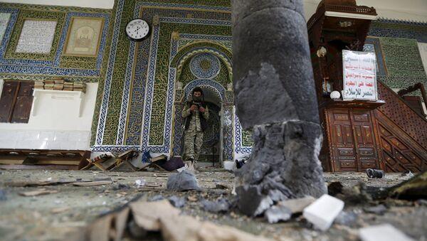 На месте теракта в мечети Блили в столице Йемена Сане