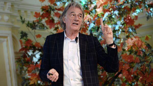 Дизайнер Пол Смит во время своей пресс-конференции в Москве. 24 сентября 2015