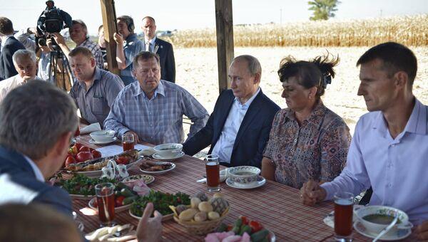Президент России Владимир Путин на встрече с представителями фермерских хозяйств Ростовской области