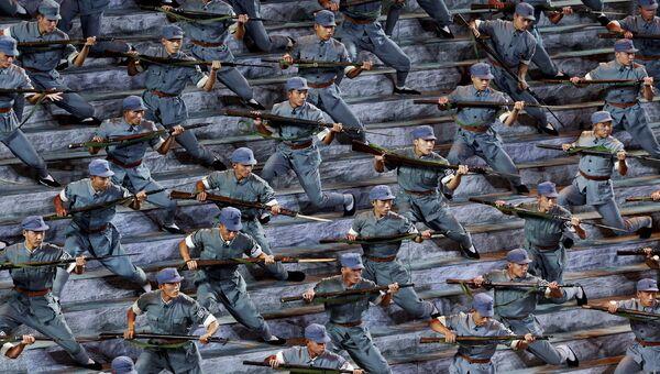 Актеры в форме солдат Красной армии Китая во время парада в честь 70-летия окончания Второй мировой войны в Пекине, Китай