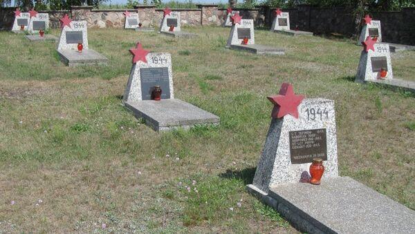 Кладбище советских воинов в населенном пункте Милейчице, Польша. Архивное фото