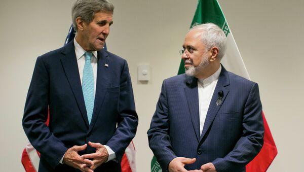 Госсекретарь США Джон Керри на встрече с главой МИД Ирана Джавадом Зарифом. Архивное фото