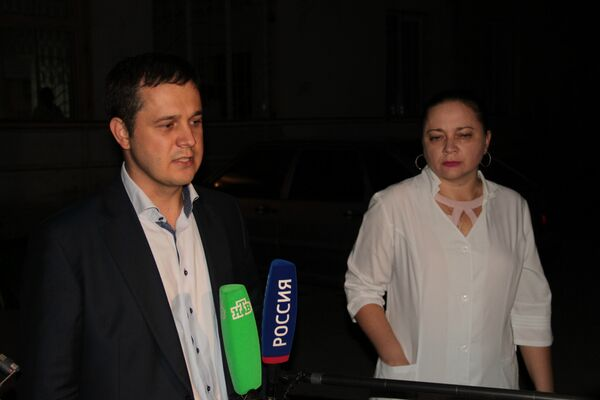 Заместитель министра здравоохранения РК Антон Шаклунов у здания горбольницы №7 Симферополя