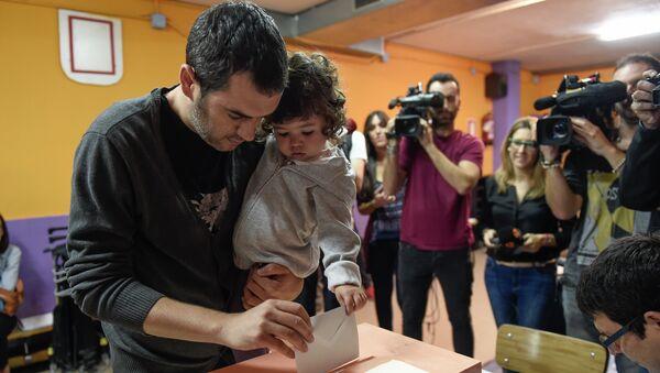 Голосование на избирательном участке в Барселоне в день парламентских выборов в Каталонии. Архивное фото