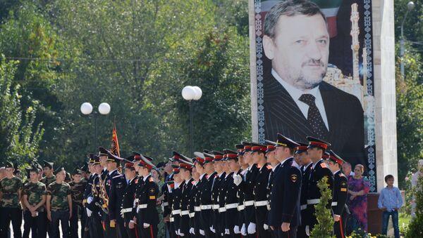 У Мемориального комплекса Славы имени Ахмата Кадырова в Грозном