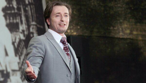 Актер Сергей Безруков выступает на Всероссийском есенинском празднике поэзии Звени, звени, златая Русь!