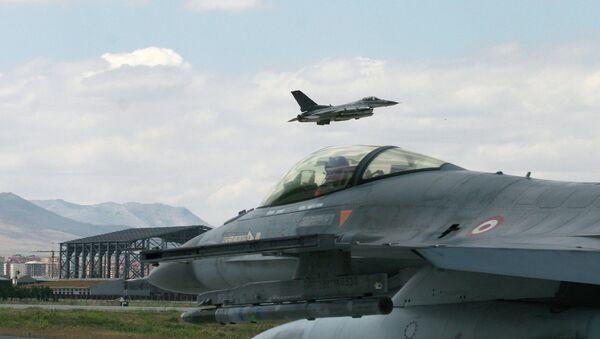 Турецкие истребители F-16, архивное фото