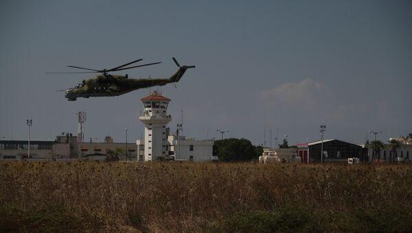 Вертолеты совершают облет базы с целью отражения возможной атаки боевиков. Архивное фото