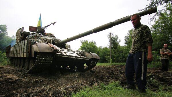 Украинский танк на позиции возле города Счастье, Луганская область. Архивное фото