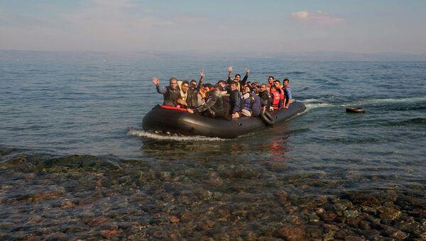 Беженцы прибывают в Грецию. Архивное фото.