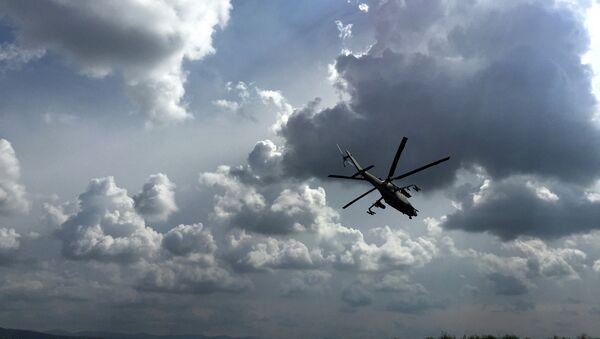 Российские ударные вертолеты МИ-24 вылетают на боевое задание с аэродрома Хмеймим. Архивное фото