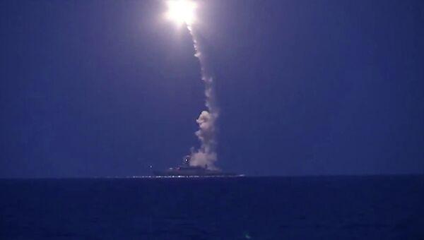 Пуски крылатых ракет Калибр с кораблей Каспийской флотилии. Архивное фото