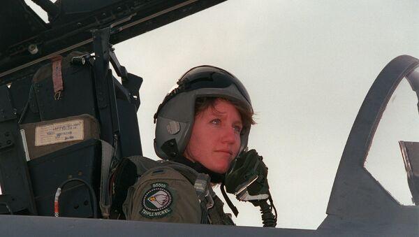 Первая женщина-пилот истребителя F-15 ВВС США Дженни Флинн