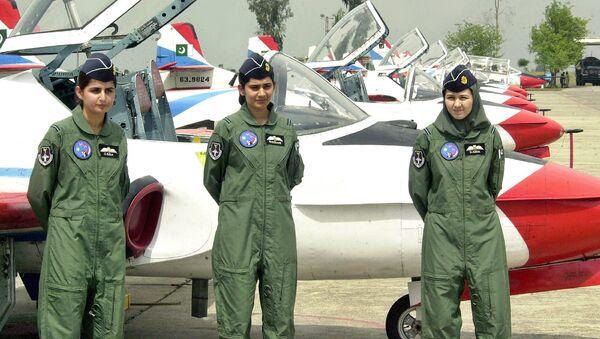 Женщины-пилоты ВВС Пакистана на военной базе в Рисалпуре, Пакистан