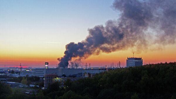Пожар на территории строительного рынка Мельница