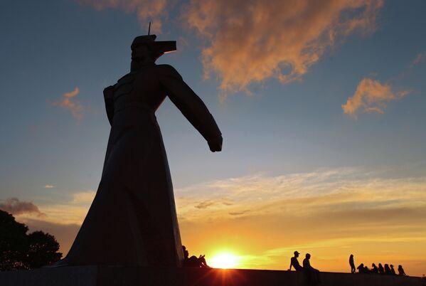 Вид на памятник красноармейцам на Крепостной горе в Ставрополе