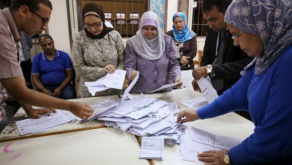 Подсчет голосов первого этапа голосования на парламентских выборах в Египте. Октябрь 2015