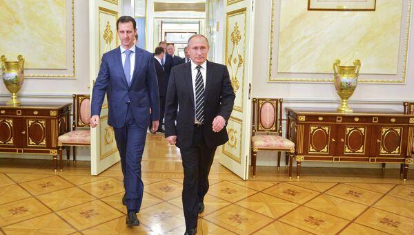 Президент России Владимир Путин (справа) и президент Сирии Башар Асад во время встречи в Кремле. Архивное фото