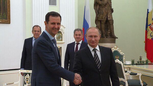 Асад на встрече в Москве пожал руку Путину и поблагодарил за помощь Сирии