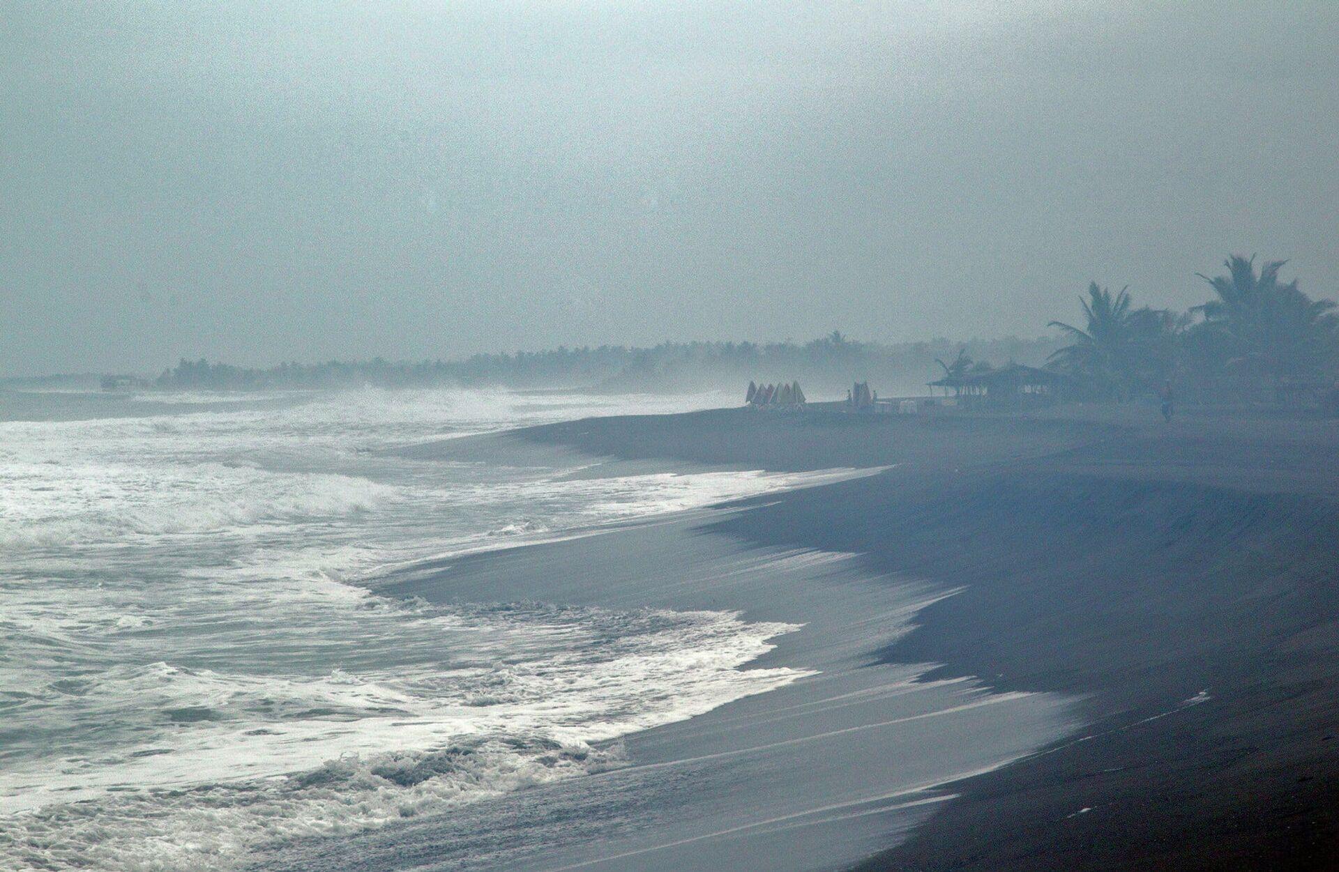 Волны, вызванные приближением урагана Патрисия к тихоокеанскому побережью Мексики - РИА Новости, 1920, 22.12.2020