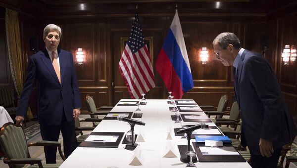 Министр иностранных дел РФ Сергей Лавров и Госсекретарь США Джон Керри во время встречи в Вене