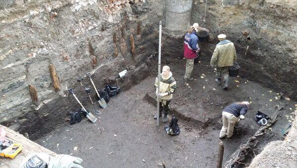 Леонид Беляев и его коллеги проводят раскопки в Зарядье. Архивное фото