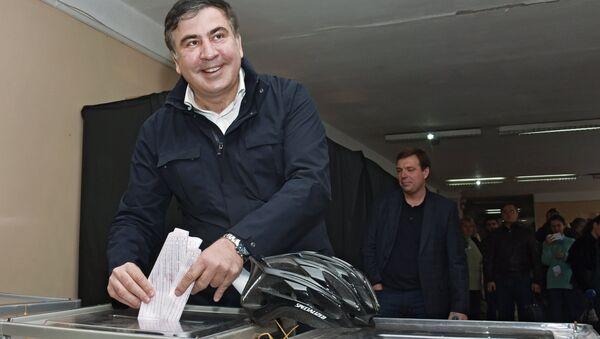 Губернатор Одесской области Михаил Саакашвили на избирательном участке в Одессе во время выборов в органы местного самоуправления.