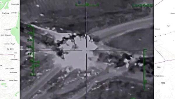Самолеты российских Воздушно-космических сил нанесли точечные удары по складу с боеприпасами на дороге