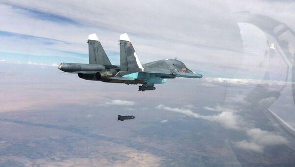Истребитель-бомбардировщик Су-34. Архивное фото