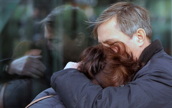 Родственники пассажиров рейса 9268 в аэропорту Пулково, где должен был приземлиться потерпевший катастрофу лайнер Airbus-321 авиакомпании Когалымавиа