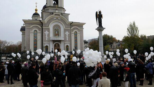 Митинг-реквием в Донецке по погибшим в авиакатастрофе, произошедшей в Египте