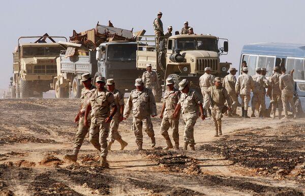Военнослужащие на месте крушения самолета Airbus A321 авиакомпании Когалымавиа