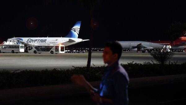 Самолет EgyptAir в аэропорту Шарм-эш-Шейха