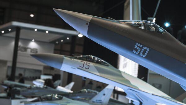 Модель российского истребителя пятого поколения ПАК ФА (Перспективный авиационный комплекс фронтовой авиации). Архивное фото