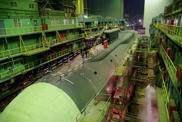 Атомный Подводный Ракетоносец Александр Невский проекта 955 Борей в стапельном цехе завода Севмаш