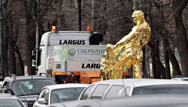Транспортировка скульптуры Самсон, разрывающий пасть льва в Петергоф