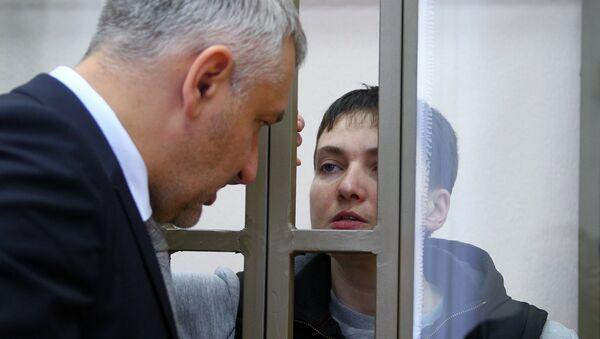 Украинская летчица Надежда Савченко и адвокат Марк Фейгин. Архивное фото