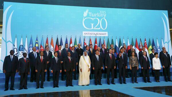Совместное фотографирование лидеров G20 на саммите в Анталье