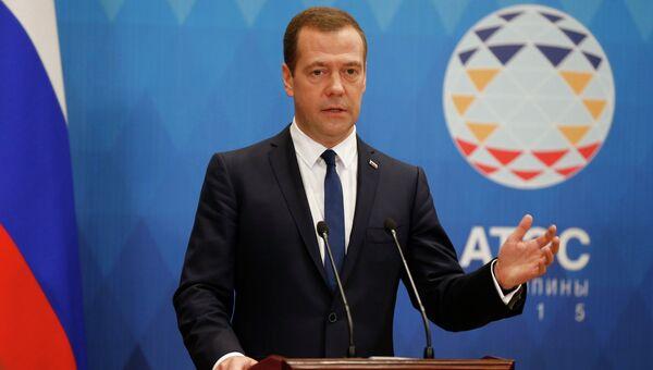 Председатель правительства РФ Дмитрий Медведев на пресс-конференции по итогам форума АТЭС. 19 ноября 2015