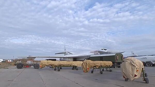 Боевые пуски крылатых ракет по объектам ИГ в Сирии