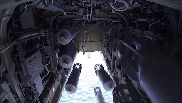Бомболюк бомбардировщика-ракетоносца Ту-22 М3 Военно-космических сил России во время боевого вылета для нанесения авиаудара по объектам ИГ в Сирии