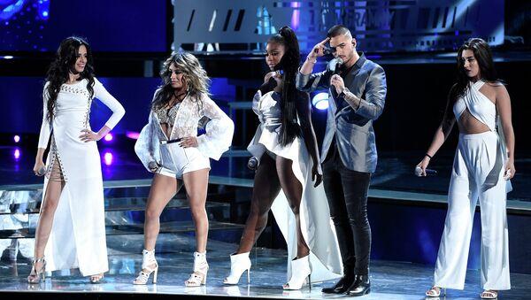 Колумбийский певец Maluma и группа Fifth Harmony. Архивное фото