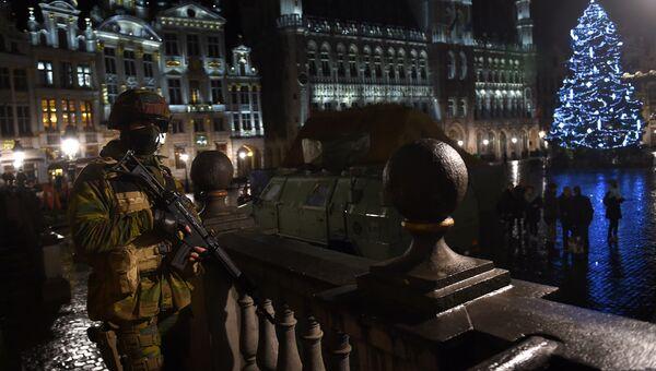 Бельгийские военные на площади Гран-Плас в Брюсселе. Архивное фото