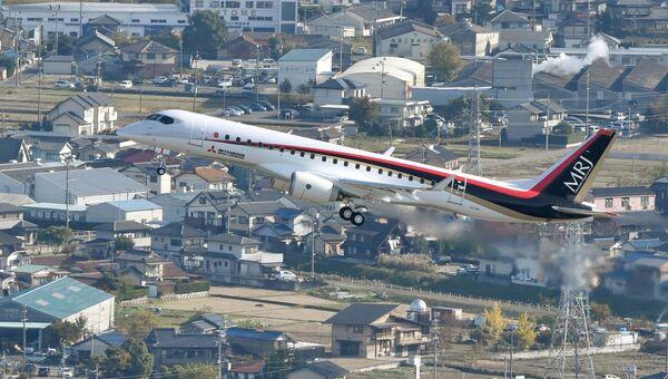 Тестовый полет самолета Mitsubishi Regional Jet (MRJ)