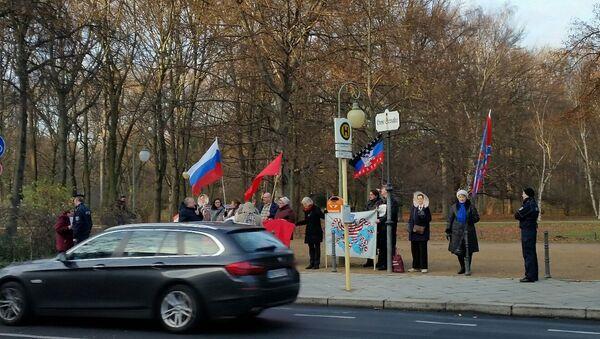 Пикет у посольства Турции в Берлине в связи с катастрофой российского Су-24, сбитого турецкими ВВС