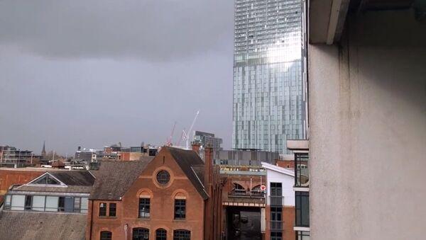 Гудящий небоскреб в Манчестере