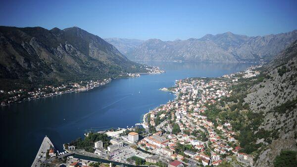Вид на город Котор и Боко-Которский залив в Черногории