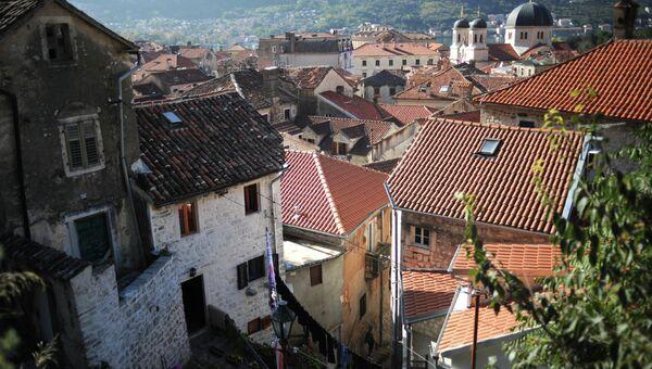 Вид на крыши старого города Котор в Черногории. Архивное фото
